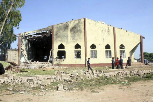 Αντάρτες σκότωσαν 52 πιστούς σε καθολική εκκλησία της Νιγηρίας   tanea.gr