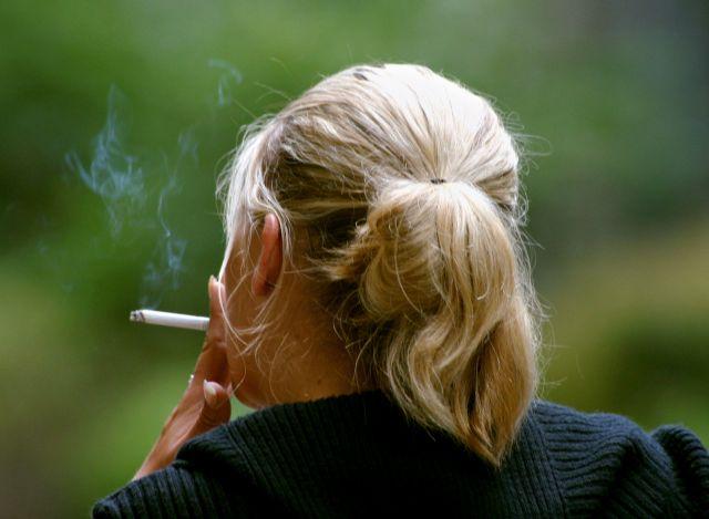 Το κάπνισμα προκαλεί καρκίνο εντέρου, ρευματοειδή αρθρίτιδα σύμφωνα με νέα έκθεση | tanea.gr