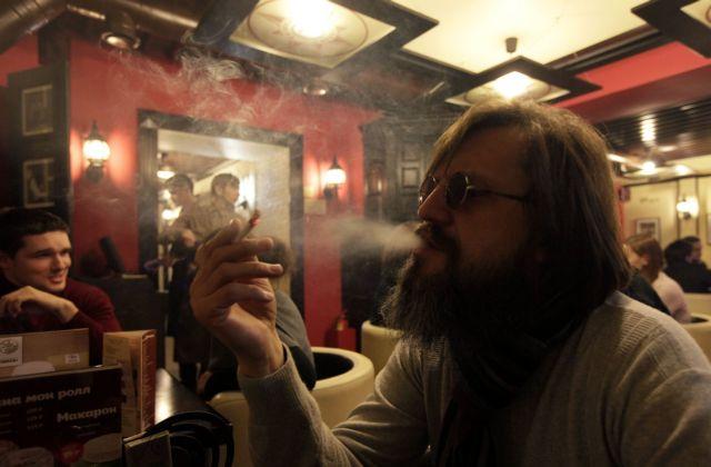 Στον «πάγο» οι έλεγχοι για το κάπνισμα - θα γίνονται μόνο στα εστιατόρια   tanea.gr