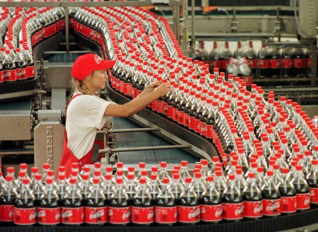 Ισπανία: Η  Coca-Cola κλείνει τέσσερα εργοστάσιά της και χάνονται 1200 θέσεις εργασίας | tanea.gr
