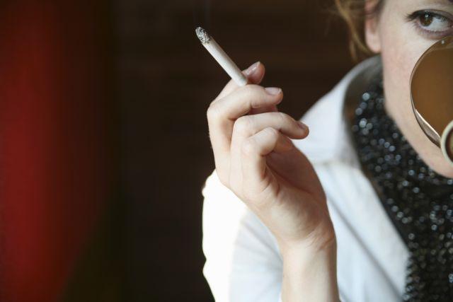 Οι θλιβερές πρωτιές των Ελλήνων στο κάπνισμα | tanea.gr