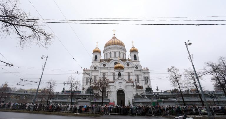 Χιλιάδες ρώσοι πιστοί στην ουρά για να προσκυνήσουν τα Δώρα των Τριών Μάγων από το Αγιο Όρος | tanea.gr
