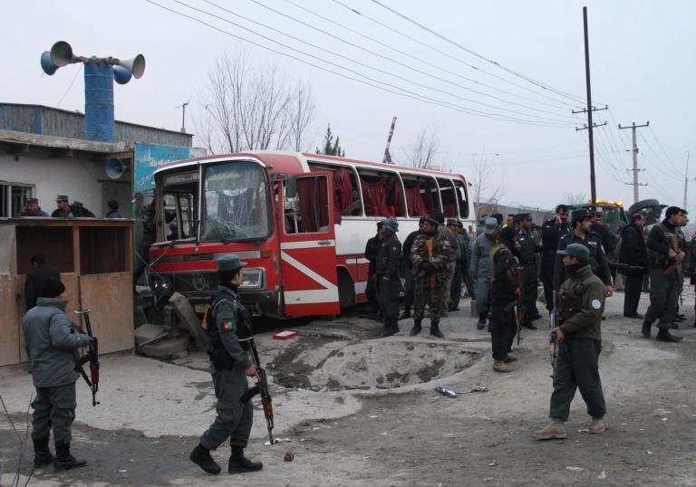 Αφγανιστάν: Δύο νεκροί σε επίθεση βομβιστή-καμικάζι εναντίον λεωφορείου που μετέφερε αστυνομικούς | tanea.gr