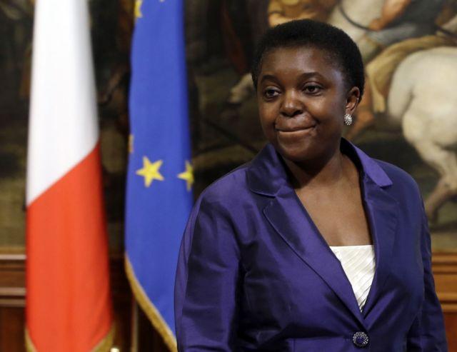Ιταλία: Στο στόχαστρο της εφημερίδας της Λέγκας του Βορρά η υπουργός Μετανάστευσης | tanea.gr