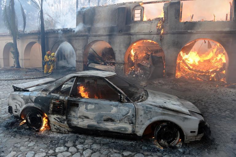 Μεγάλη πυρκαγιά σε δασώδη περιοχή κοντά στο Λος Άντζελες - εκκενώθηκαν 900 σπίτια   tanea.gr