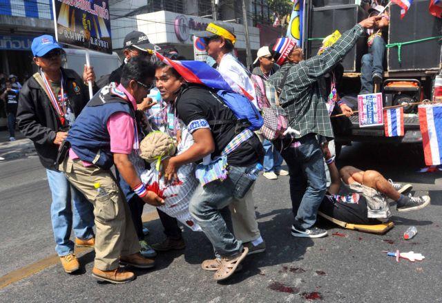 Πέταξαν χειροβομβίδα σε ταϊλανδούς διαδηλωτές | tanea.gr
