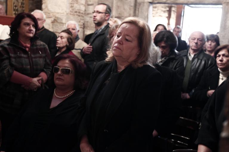 Σταυρούλα Αξαρλιάν: «Να σκεφτούν ότι ο γιος μου δεν παίρνει άδεια από εκεί που βρίσκεται»   tanea.gr
