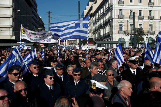 ΣτΕ: Αντισυνταγματικές οι περικοπές στους ενστόλους   tanea.gr
