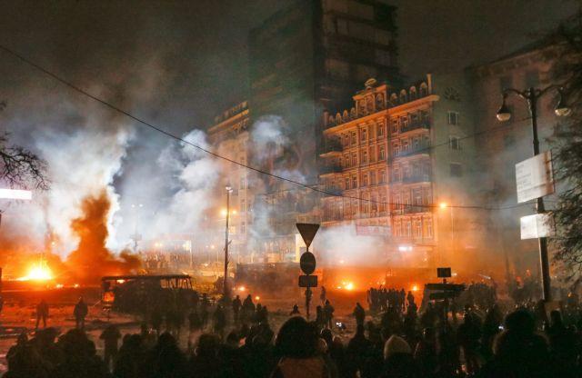 Νέα νύχτα συγκρούσεων στο Κίεβο   tanea.gr