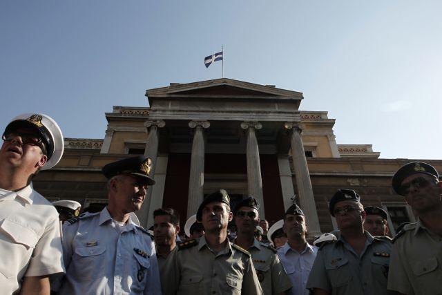 ΣτΕ: Μόνοι κερδισμένοι οι ένστολοι από την αντισυνταγματικότητα των περικοπών μισθών | tanea.gr