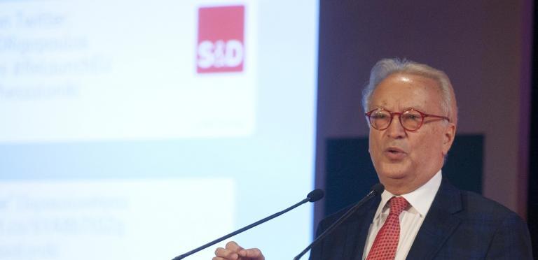 «Ζωτικής σημασίας η καταπολέμηση της διαφθοράς στο πλαίσιο της ενταξιακής πορείας της Αλβανίας», λέει ο Σβόμποντα   tanea.gr