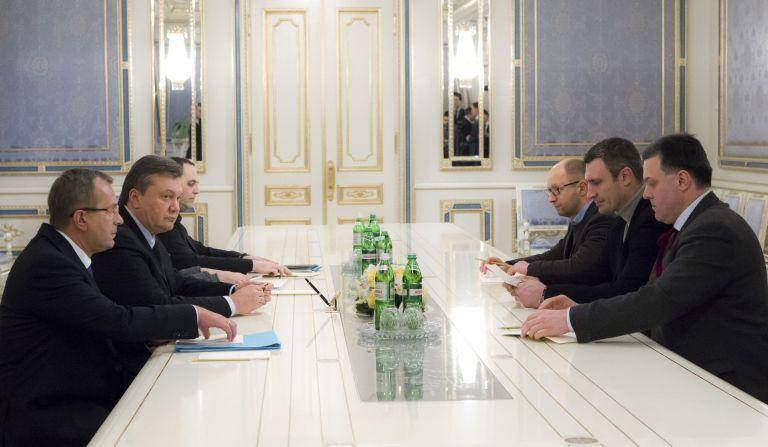 Ουκρανία: Ο Γιανουκόβιτς προσφέρει την πρωθυπουργία στην αντιπολίτευση για να τερματιστεί η κρίση | tanea.gr