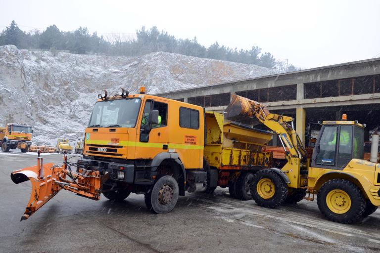 Με αλυσίδες η κυκλοφορία των οχημάτων στην ορεινή Ηπειρο   tanea.gr