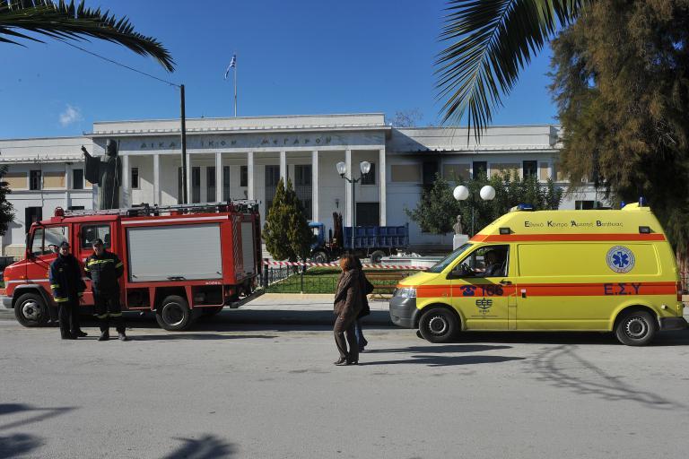Κόρινθος: Εκκενώθηκε το δικαστικό μέγαρο από τηλεφωνική φάρσα για βόμβα   tanea.gr