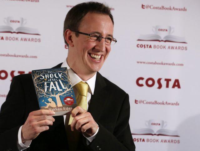 Νοσηλευτής κέρδισε το βραβείο Costa με το πρώτο βιβλίο του | tanea.gr
