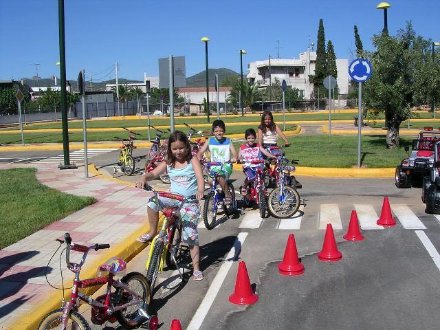 Ορθοπεταλιές #48 - Το ποδήλατο στα σχολικά βιβλία και την Εκπαίδευση | tanea.gr