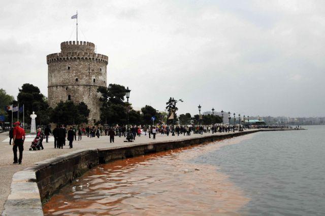 Ακινητοποιήθηκε ο άνδρας που απειλούσε να ανατιναχθεί μπροστά στον Λευκό Πύργο | tanea.gr