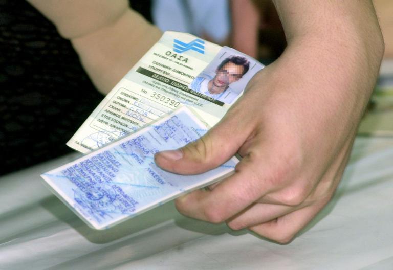 Ελλειψη του ειδικού χαρτιού για την έκδοση ταυτοτήτων αντιμετωπίζει η ΕΛ.ΑΣ. | tanea.gr