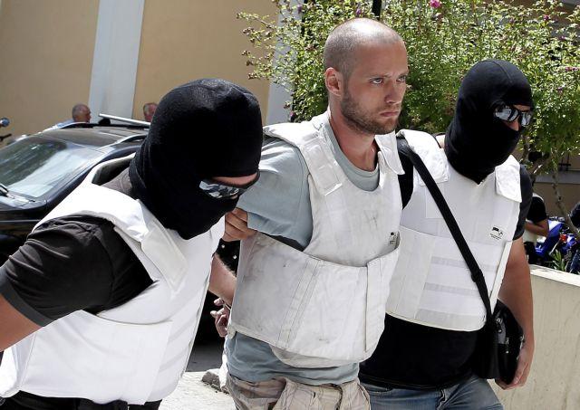 Ενοχος για τη ληστεία στην Πάρο ο Θεοφίλου - αθώος για τους «Πυρήνες»   tanea.gr