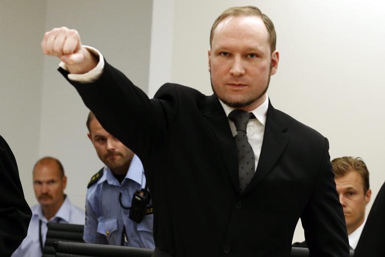 Στο αρχείο η μήνυση του Μπρέιβικ για τα «βασανιστήρια» στα οποία υποβλήθηκε στη φυλακή   tanea.gr