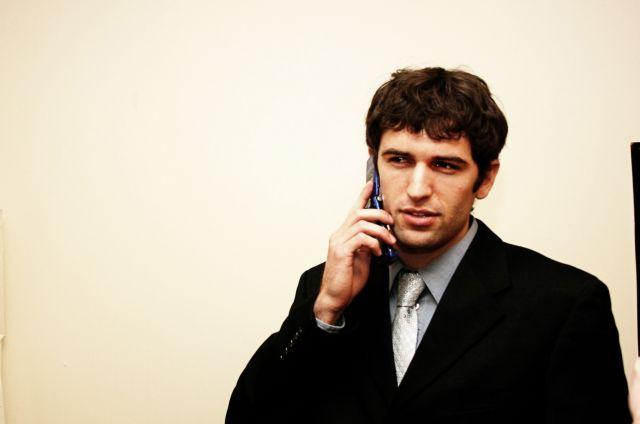 Συνελήφθησαν επειδή πωλούσαν ανώνυμες συνδέσεις κινητής τηλεφωνίας | tanea.gr