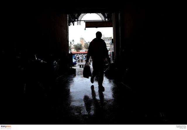 Στοιχεία-σοκ από την ΕΛΣΤΑΤ: Στο 34,6% το ποσοστό της φτώχειας στην Ελλάδα   tanea.gr