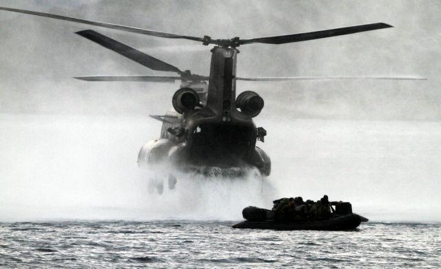 Αναγκαστική προσγείωση δυο ελικοπτέρων Σινούκ του ΝΑΤΟ στη Ζάκυνθο | tanea.gr