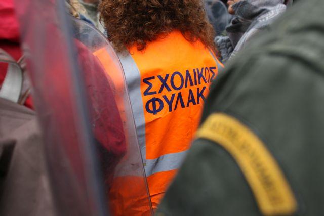 Ολοκληρώθηκε στην Αθήνα η πορεία σχολικών φυλάκων και καθηγητών κατά των απολύσεων   tanea.gr
