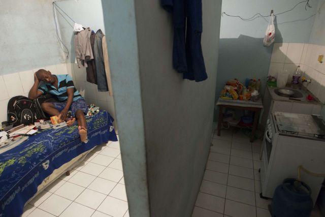 Αυστραλία: Εξέγερση σε υπεράκτιο κέντρο κράτησης μεταναστών με έναν νεκρό | tanea.gr