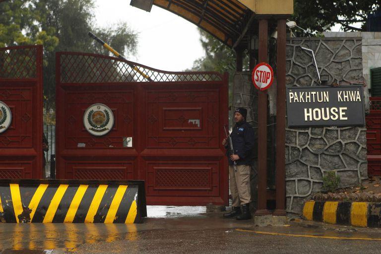 Χαραμάδα ειρήνης: Άρχισαν στο Πακιστάν οι συνομιλίες ανάμεσα στους Ταλιμπάν και την κυβέρνηση | tanea.gr