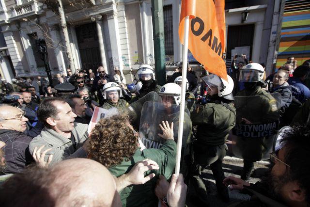 Ενταση στο συλλαλητήριο σχολικών φυλάκων και εκπαιδευτικών | tanea.gr