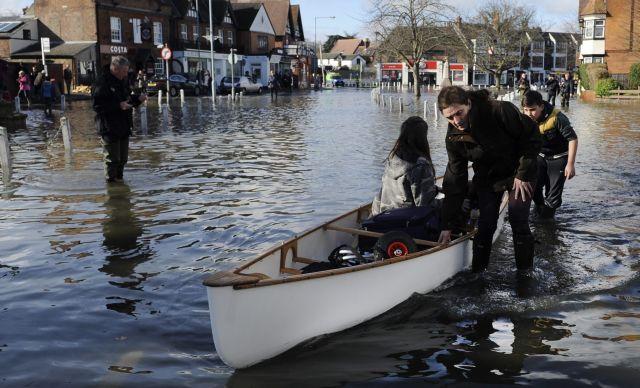 Υδάτινος εφιάλτης στη Βρετανία: Φουσκώνει και ο Τάμεσης απειλώντας με νέες πλημμύρες   tanea.gr