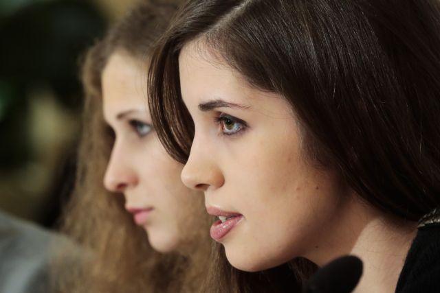 Ελεύθερες οι δύο Pussy Riot που είχαν συλληφθεί στο Σότσι | tanea.gr