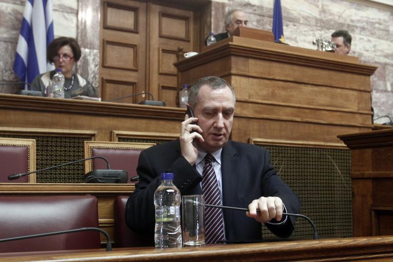 Με αντεγκλήσεις η συζήτηση της τροπολογίας για τον αποκλεισμό μεταναστών από τις εκλογές | tanea.gr