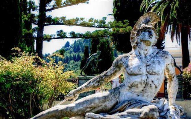 Μνημεία χαρακτηρίστηκαν τα γλυπτά του Αχιλλείου στην Κέρκυρα | tanea.gr