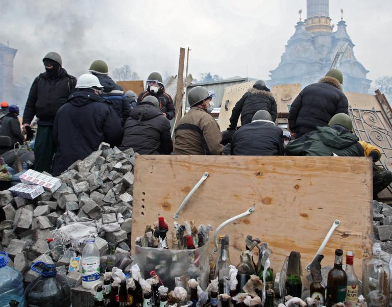 Ουκρανία: Εκεχειρία και επανέναρξη των συνομιλιών με την αντιπολίτευση ανακοίνωσε ο Γιανουκόβιτς   tanea.gr