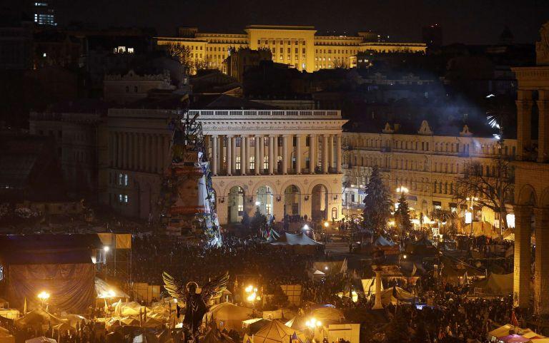 Ο Γιανουκόβιτς πιέζεται να δεχτεί πρόωρες προεδρικές και βουλευτικές εκλογές εντός του 2014, ενώ το χάος στο Κίεβο παραμένει | tanea.gr