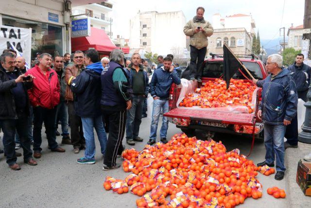 Στην Τρίπολη συνεχίζεται η διαμαρτυρία των αγροτών   tanea.gr