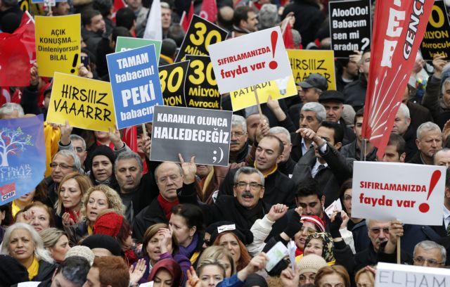 Την παραίτηση Ερντογάν ζητά η αντιπολίτευση: «Εκανε την Τουρκία μπανανία» | tanea.gr