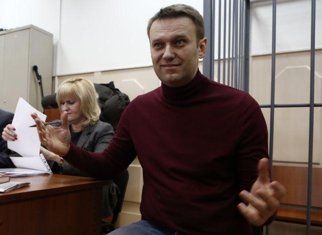 Σε κατ' οίκον περιορισμό και «φιμωμένος» στη Μόσχα ο Αλεξέι Ναβάλνι   tanea.gr