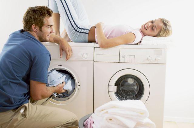 Η ισότητα στη... μπουγάδα βλάπτει σοβαρά το σεξ | tanea.gr