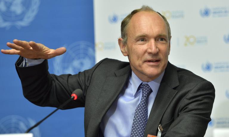 Τιμ Μπέρνερς-Λι: «Είναι καιρός να φτιάξουμε ένα Διαδίκτυο που θα σέβεται τα ανθρώπινα δικαιώματα» | tanea.gr