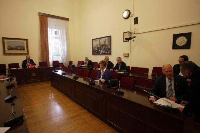 Αρση ασυλίας για Ζαρούλια, Κασιδιάρη και άλλους τρεις βουλευτές της ΧΑ – ποιοι διαφοροποιήθηκαν στην ψηφοφορία | tanea.gr