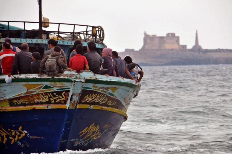 Νέα τραγωδία στη Λαμπεντούζα: Τουλάχιστον 10 μετανάστες νεκροί σε ναυάγιο   tanea.gr