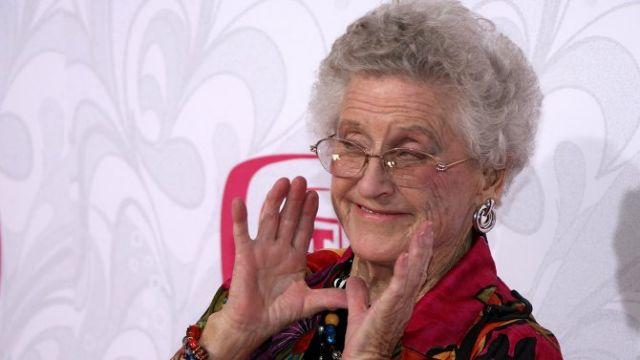 Πέθανε η «οικονόμος» Ανν Ντέιβις σε ηλικία 88χρόνων | tanea.gr