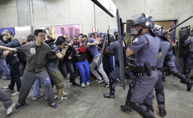 Συγκρούσεις μεταξύ απεργών του μετρό και αστυνομικών στο Σάο Πάολο | tanea.gr