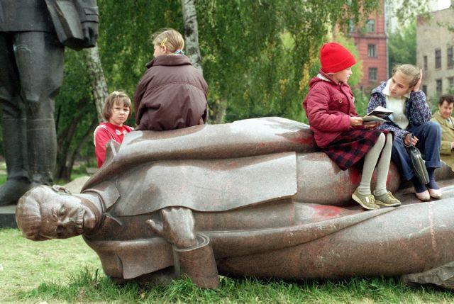 Μίλαν Κούντερα: Οι πέρδικες του Ιωσήφ Στάλιν | tanea.gr