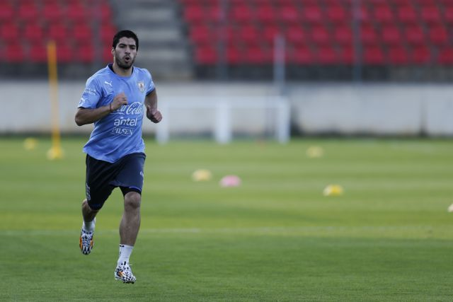 Ο Λουίς Σουάρες ετοιμάζεται να επιστρέψει στο ματς με την Αγγλία | tanea.gr