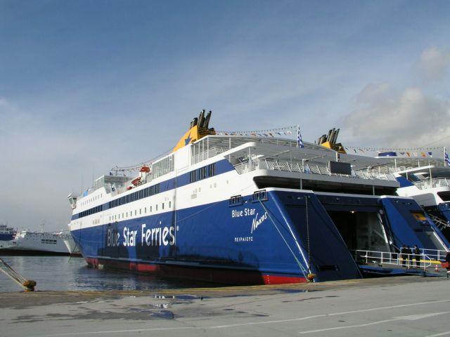 Απέπλευσε με καθυστέρηση λόγω πρόσκρουσης το «Blue Star Naxos» | tanea.gr