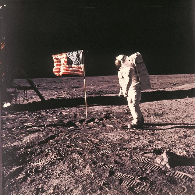 Αφιερώματα στα 50 χρόνια από τον πρώτο περίπατο του ανθρώπου στη Σελήνη | tanea.gr